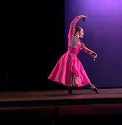 actuación de danza espanola